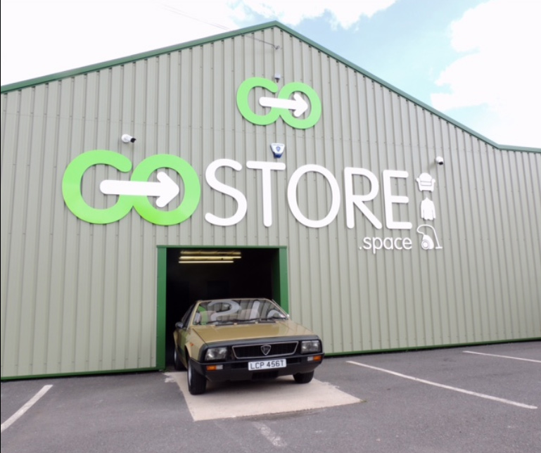 gostore-front-sign